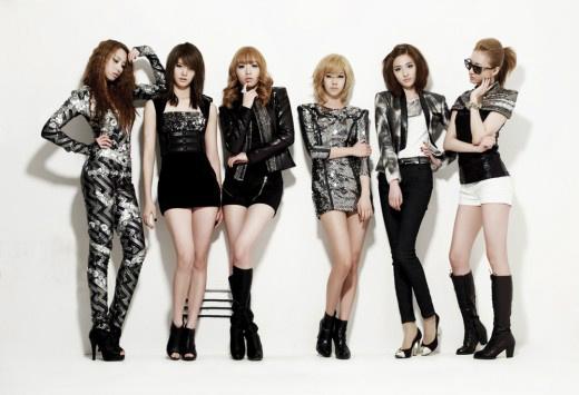 EXID Surprises Fans by Dancing in Hongdae