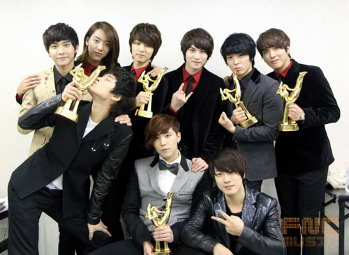 FT Island and CNBlue Donate 20 Tons of Rice to the Needy!