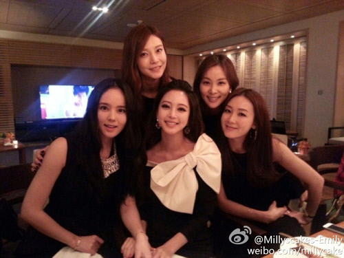 Five Beautiful Actresses Gather to Take a Picture