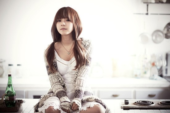 Juniel Looks Adorable in Fur-hooded Coat