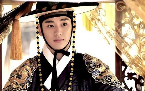 "Kim Soo Hyun Embarks on Promo Tour in Japan for ""The Moon that Embraces the Sun"""