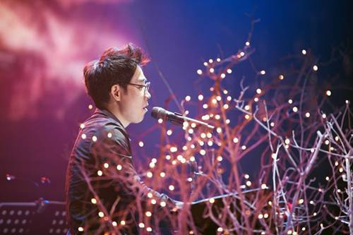 Kim Yeon Woo Cries during His Concert for His Fan Who Died before Attending His Show