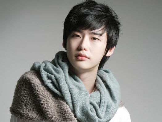 "Lee Jong Suk Looks Charming in a High School Uniform for ""School 2013"""