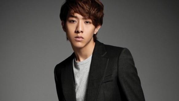 CNBlue's Lee Jung Shin Dispels Gay Rumors