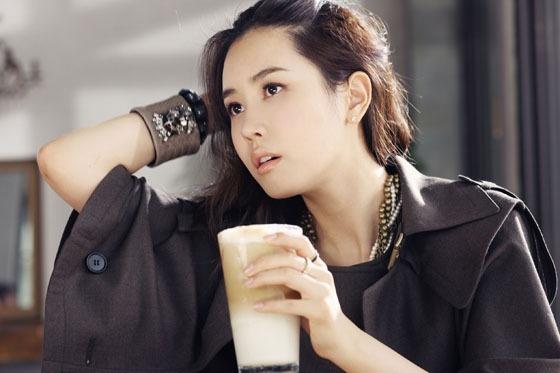 "Lee Da Hae Is a Spring Goddess for ""InStyle"" Magazine"