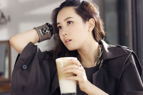 "Lee Da Hae Is a Spring Goddess for ""InStyle"" Magazine"