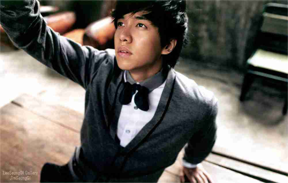 Lee Seung Gi Looks Handsome in Both Casual and Dandy Fashion