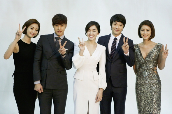 """DBSK's Yunho, Kwon Sang Woo, and Soo Ae Hold Poster Shoot for """"Night King"""""""