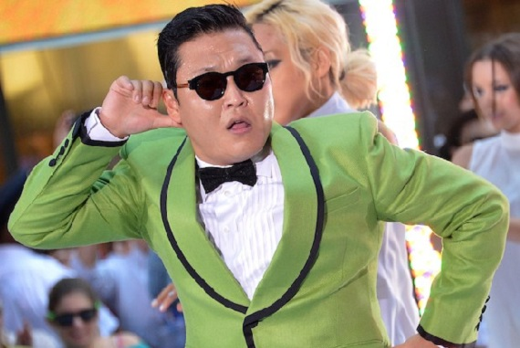 """PSY Energizes Crowds at """"The B96 Jingle Bash 2012"""" in Chicago"""