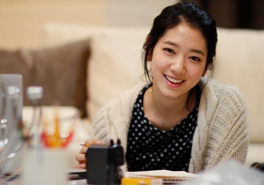 Park Shin Hye Shares Selca of Herself Enjoying the Snow