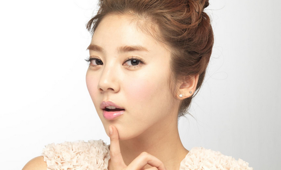 Son Dambi Stuns with Her Golden Ratio
