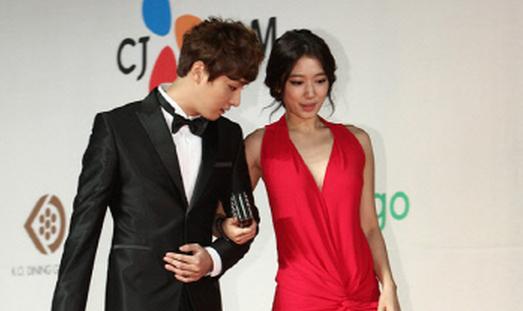 Park shin hye and yoon shi yoon dating site