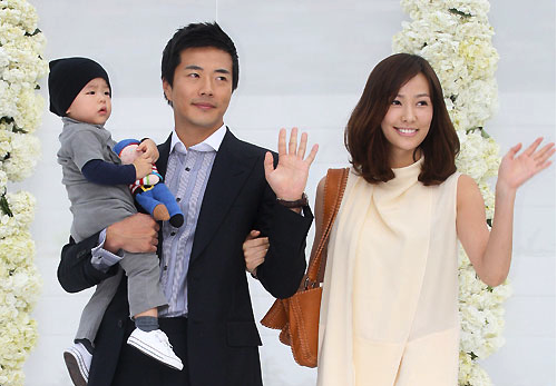 Kwon Sang Woo's Family Vacation Photos Revealed