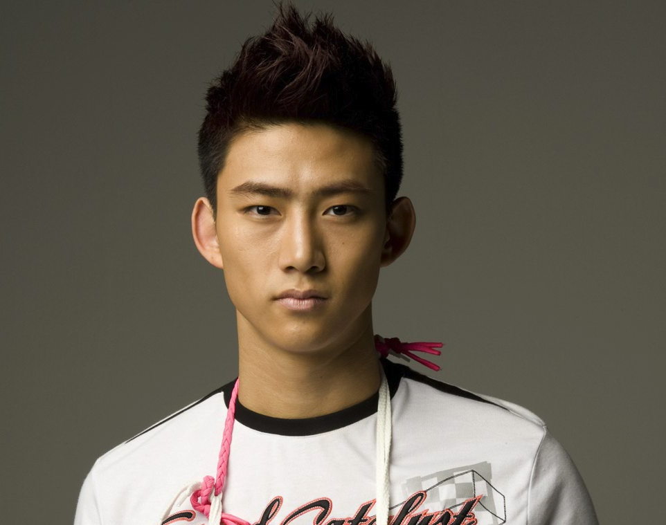 2PM's Taecyeon Reveals Well-Groomed Selca