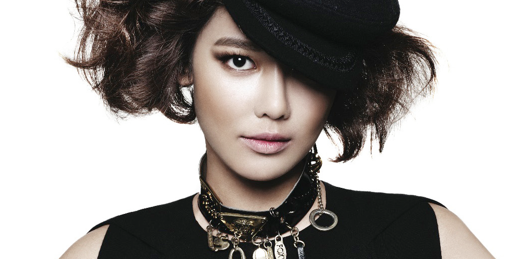 Girls' Generation's Sooyoung Can't Hide Her Excitement for Christmas