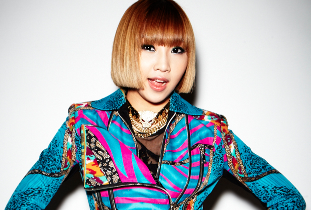 2NE1's Minzy Wishes Fans Holiday Greetings