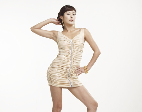 "Hyun Young Reveals: ""My S-line Pose Is Now Giving Me Spinal Problems"""