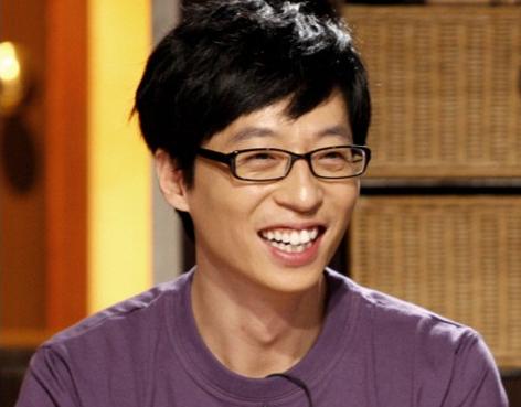 """""""Nation's MC"""" Yoo Jae Suk Amuses Netizens with His Naughty Hand"""
