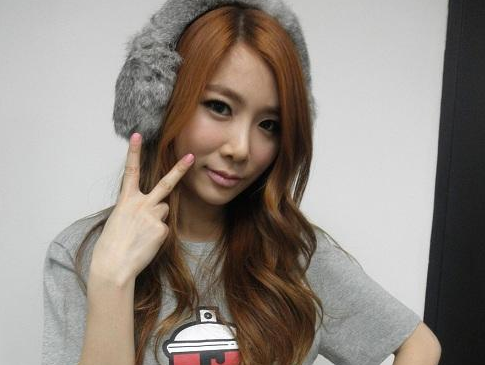 Brown Eyed Girls' JeA Sends Fans A Sexy Scowl