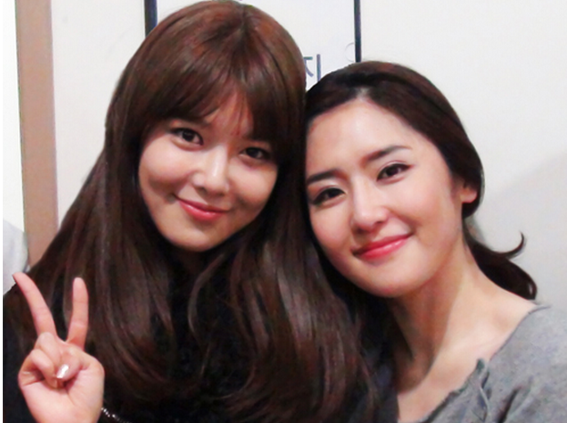 Girls' Generation's Sooyoung Shows Support for Sister's Role in Musical