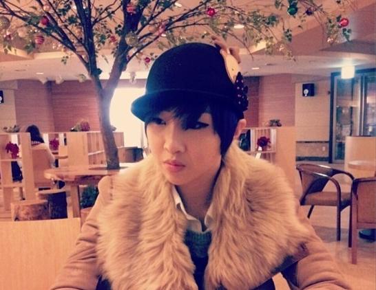 2NE1's Minzy Looks Posh in Fashionable Outerwear