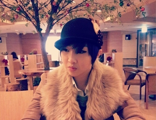 2NE1's Minzy Looks Posh in Fashionable Outerwear