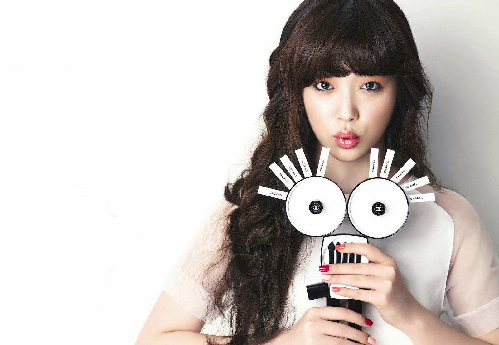 f(x)'s Sulli Makes a Weird yet Adorable Fashion Statement