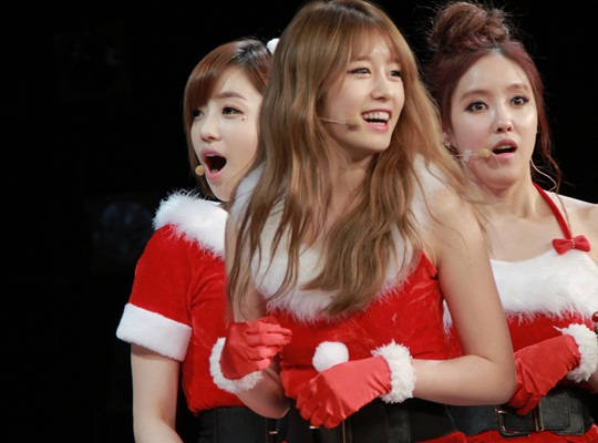 T-ara Transforms Into Sexy Santas for Japanese Fans