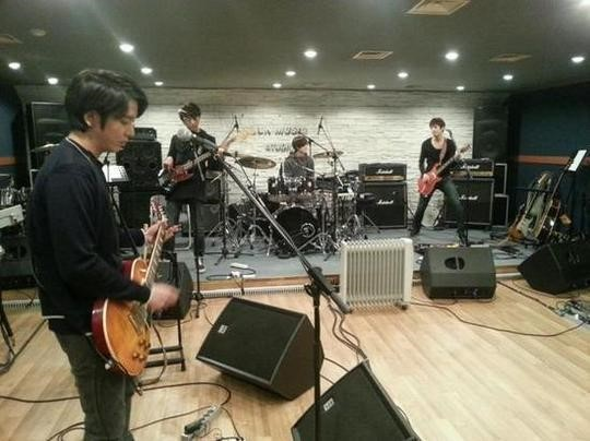 CN Blue Teases Fans with a Picture of Their Concert Practice