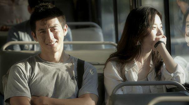 Go Soo and Han Hyo Joo Take Friendly Shots Of Selca