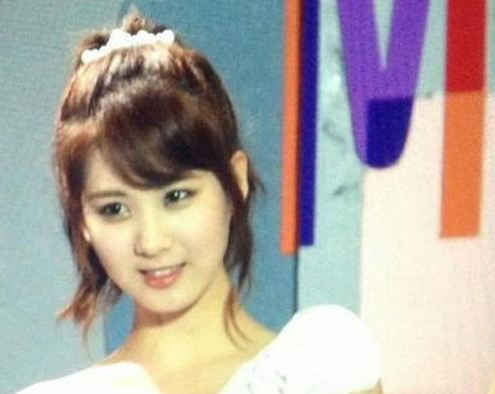 Girls' Generation Seohyun Surprises Fans with Bangs!