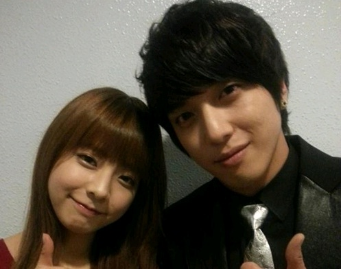 CNBlue's Jung Yong Hwa and Juniel Take a Selca Together