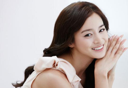 Kim Tae Hee Goes Back to School