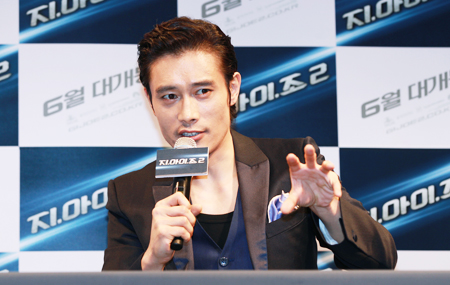"Lee Byung Hun Talks about Co-star Bruce Willis and His Role on ""G.I. Joe 2"""
