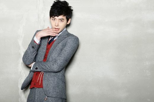 "Lee Jong Suk Performs Dangerous Stunts for ""School 2013"""