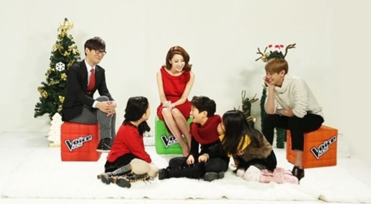 "Yoseob Shows His Fatherly Smile at the Christmas Party for ""Voice Kids"""