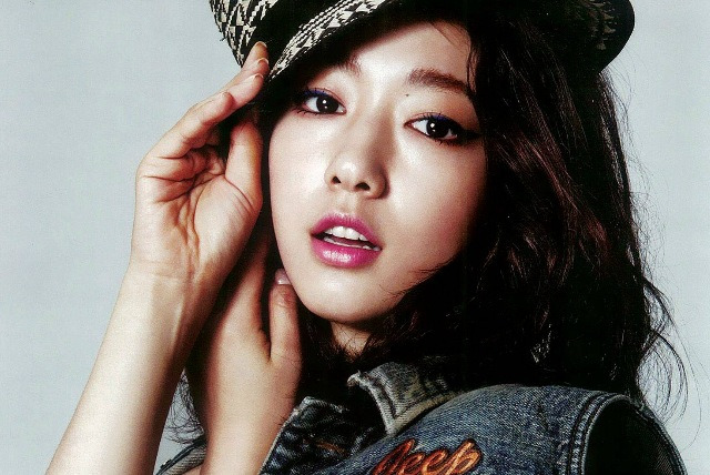 "Park Shin Hye Heats Up The Dance Floor on ""Strong Heart"""