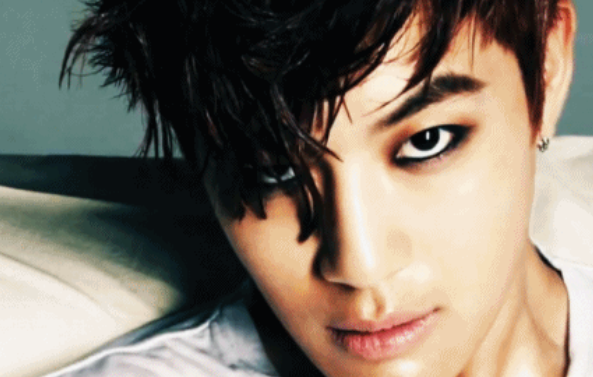Se7en Looks Chic and Masculine in His Recent Selca