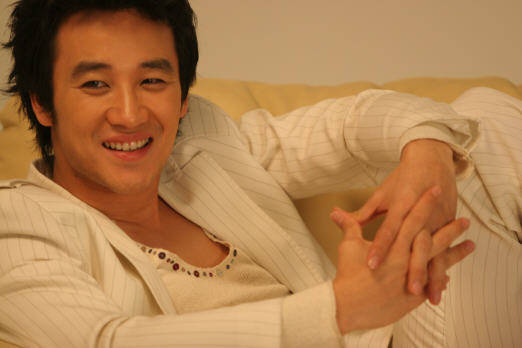 "Uhm Tae Woong Joins Upcoming Drama ""Level Seven Civil Servant"""