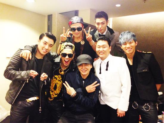 Yang Hyun Suk, Big Bang, and PSY Take Group Photo