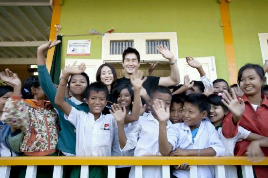 Celebrity Couple Yoo Ji Tae and Kim Hyo Jin Celebrate First Wedding Anniversary Volunteering in Myanmar