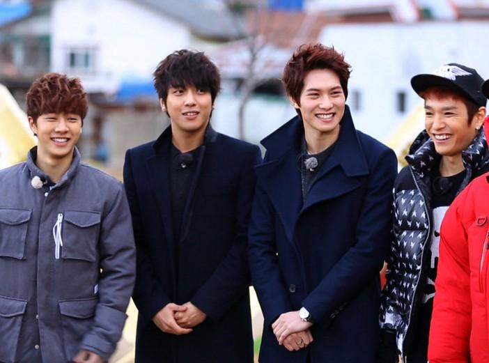 Jung Yong Hwa, Lee Jong Hyun, Lee Gikwang and Simon D Pose for a Dazzling Photo