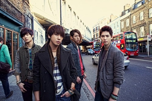 "CNBlue's ""Re:BLUE"" Mini-Album Received Over 100,000 Pre-Orders"