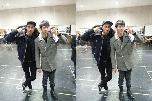 2AM's Seulong and Cha Seung Won Show Off Long Legs