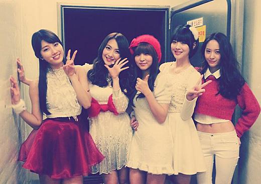 94 Line Female Idols Gather Together to Celebrate Kara Kang Ji Young's Birthday