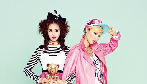 "2 Yoon Poses with a ""Girl vs Boy"" Concept for ""CeCi"" Magazine"