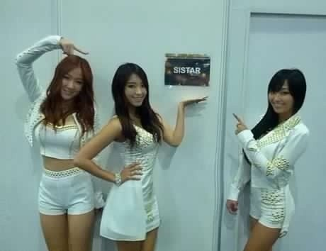 SISTAR Members Flaunt Their Hot Bodies in Malaysia