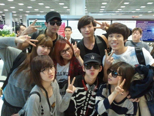 miss A and 2AM Take Funny Group Photo