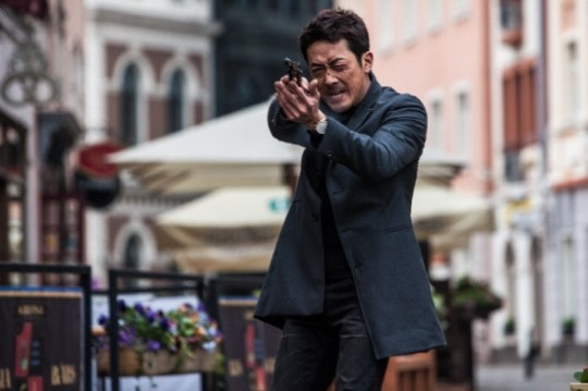 "Ha Jung Woo, ""Although I Played Jeon Ji Hyun's Husband, There Were No Skinship Scenes"""