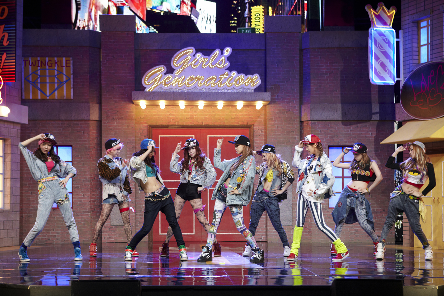 Girls' Generation Worries about Their Flaring Nostrils While Performing Powerful Choreography